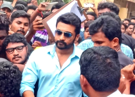ACTOR SURIYA MOBBED WITH 5000 FANS AT NGK SHOOTING SPOT IN RAJA