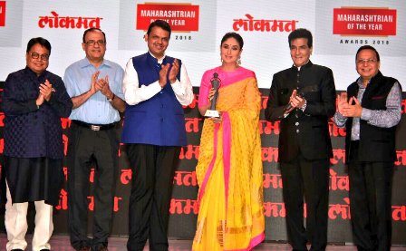 Kareena Kapoor wins the Lokmat Maharashtrian Power Celebrity of