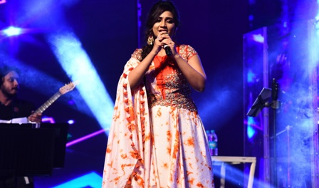 National Award Winning Singer Shreya Ghoshal performs at JITO C