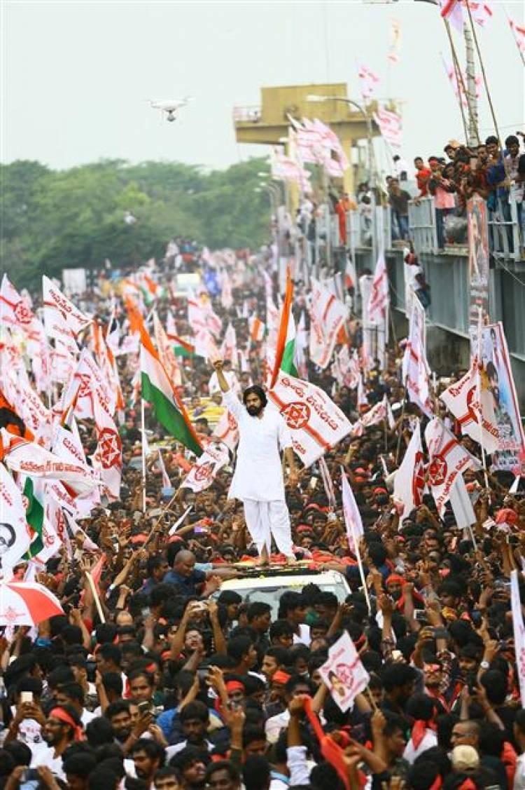 ஜனசேனா நடத்திய பிரம்மாண்ட அரசியல் விழிப்புணர்வு பேரணி