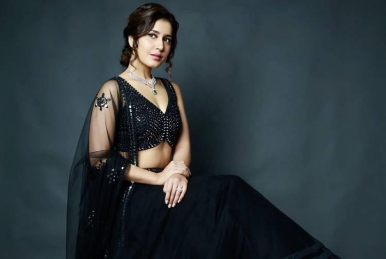 Actress Raashi Khanna Latest photoshoot Stills