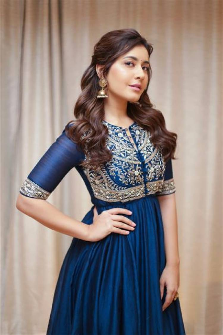 Actress Raashi Khanna New Photoshoot Stills