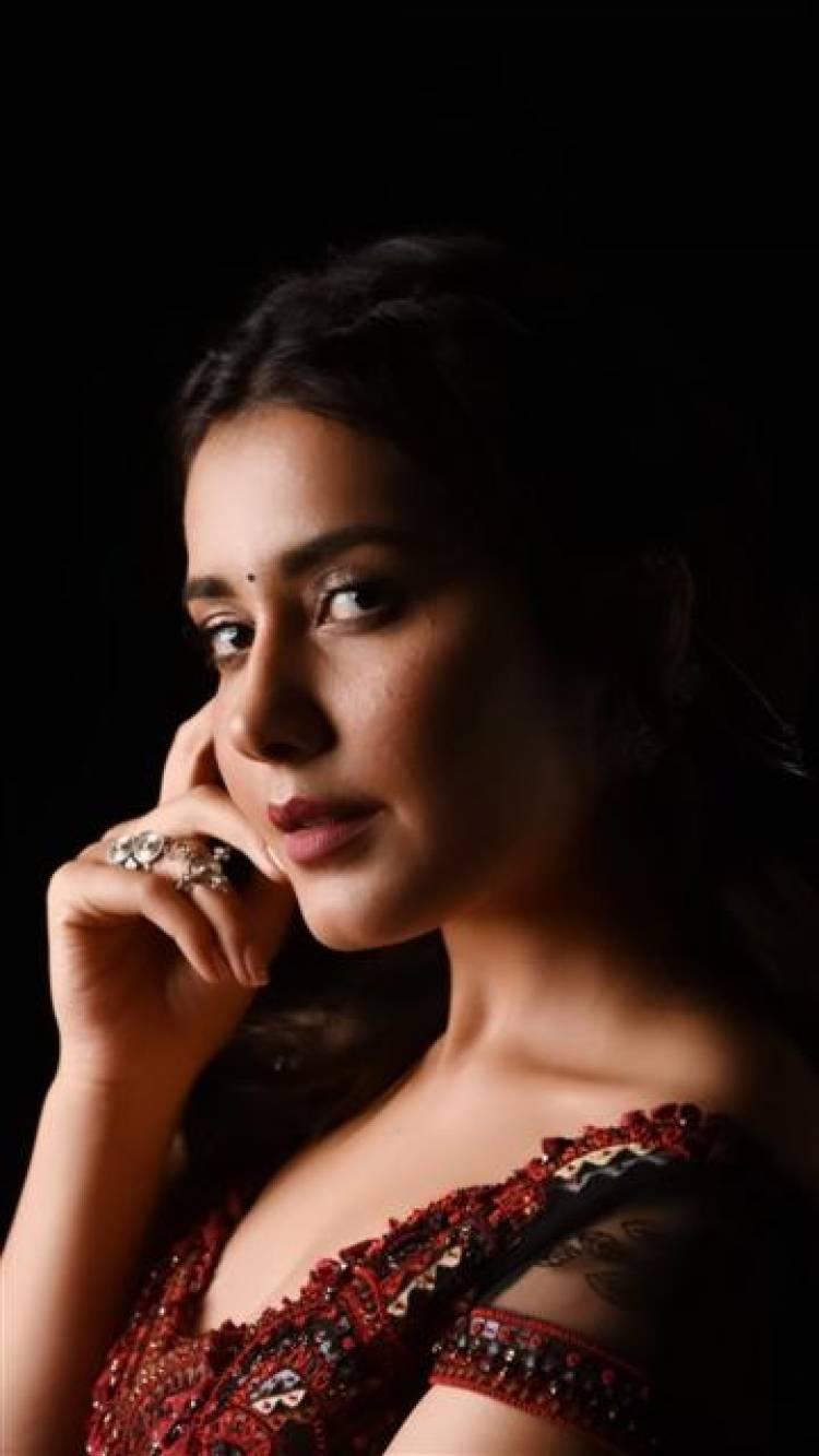 Actress Raashi Khanna received the Special Jury Award