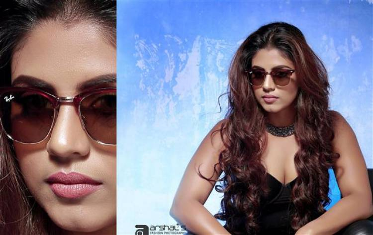 Actress Iniya Dazzling Stills