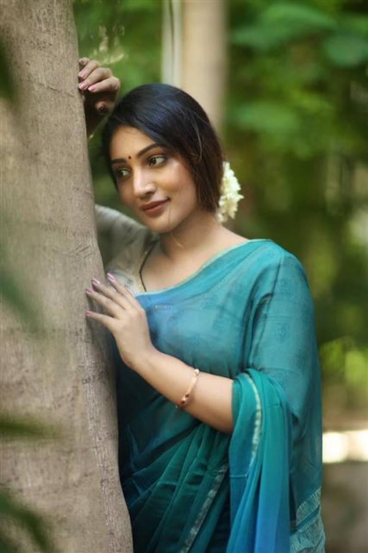 Gorgeous Beauty Bommu Lakshmi Stills