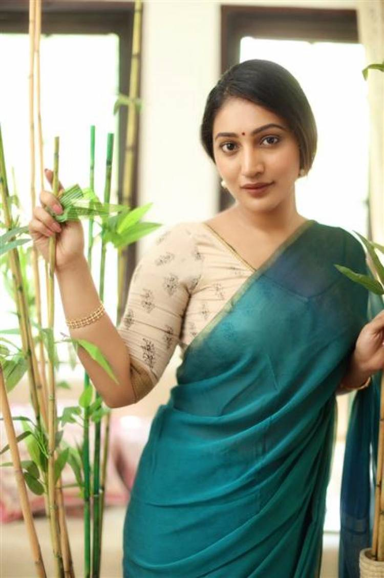 Gorgeous Beauty Bommu Lakshmi Stills