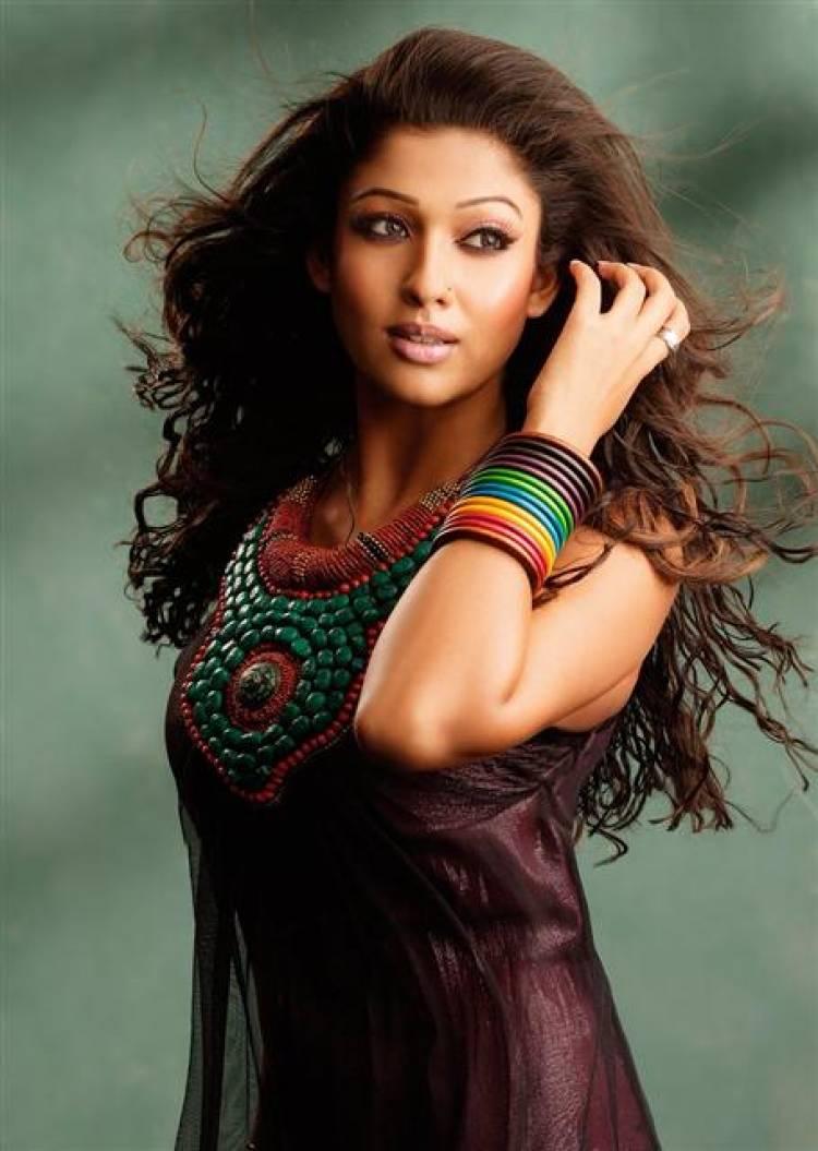 Actress Nayanthara sizzling Stills