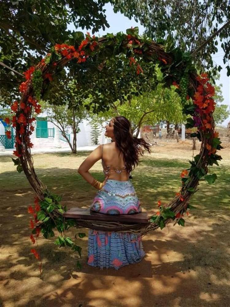 The Shining Beauty Actress Raashi Khanna latest stills