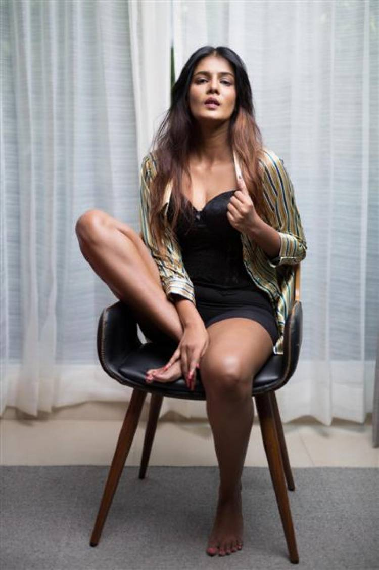 Actress Meera Mitun Gorgeous Stills