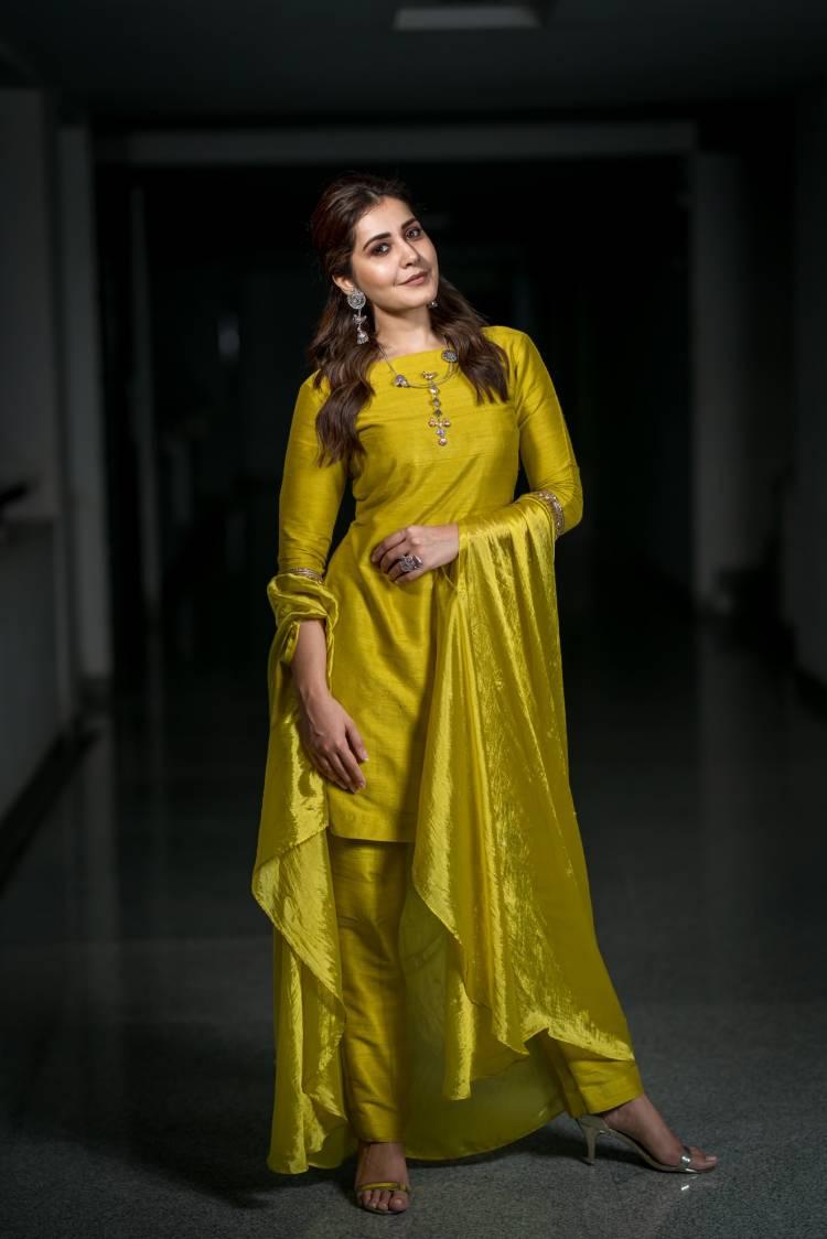 Actress Raashi Khanna latest pictures