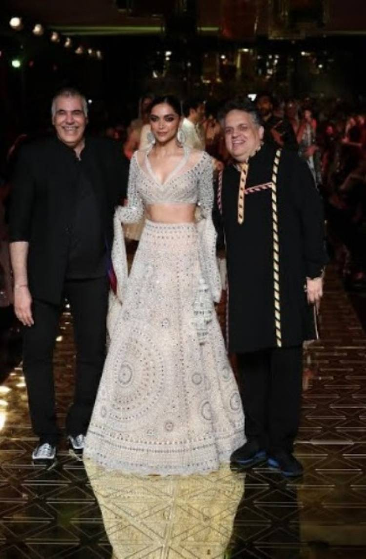 Deepika Padukone, Showstopper at Abu Jani Sandeep Khosla's 33 Years Anniversary