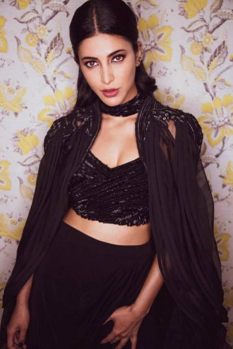 Actress ShrutiHaasan Latest Photos