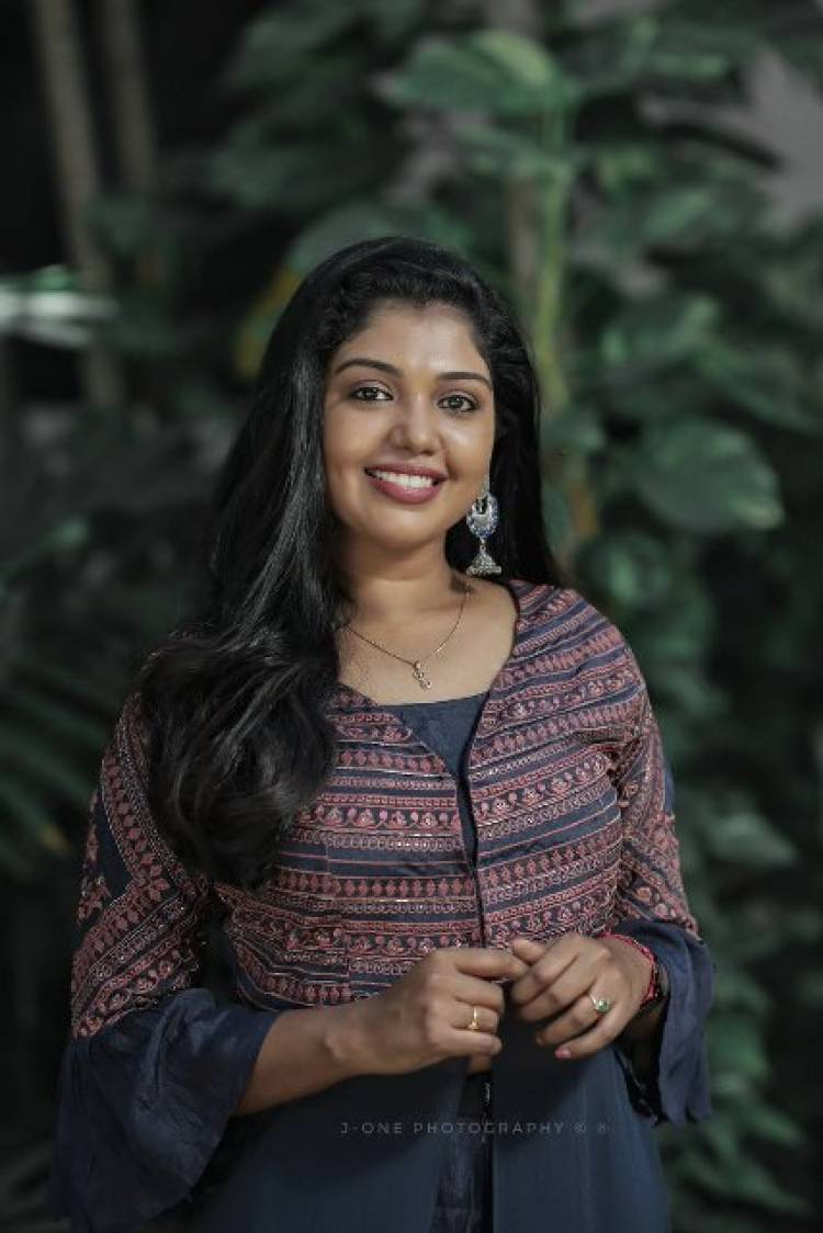 Actress Riythvika Latest Stills