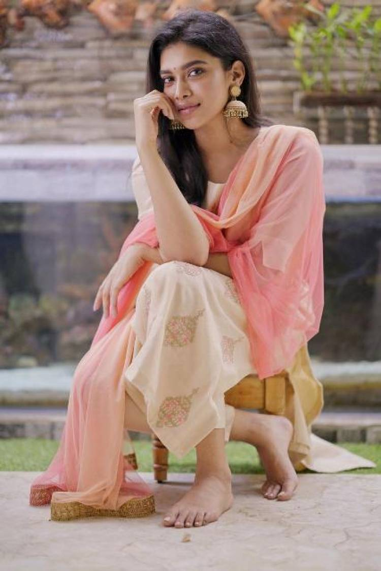Actress Dushara Latest Pictures