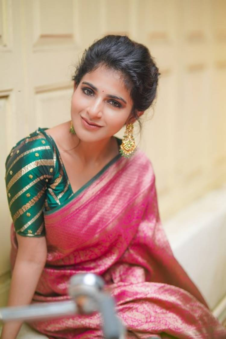 Actress IswaryaMenon Latest Pictures