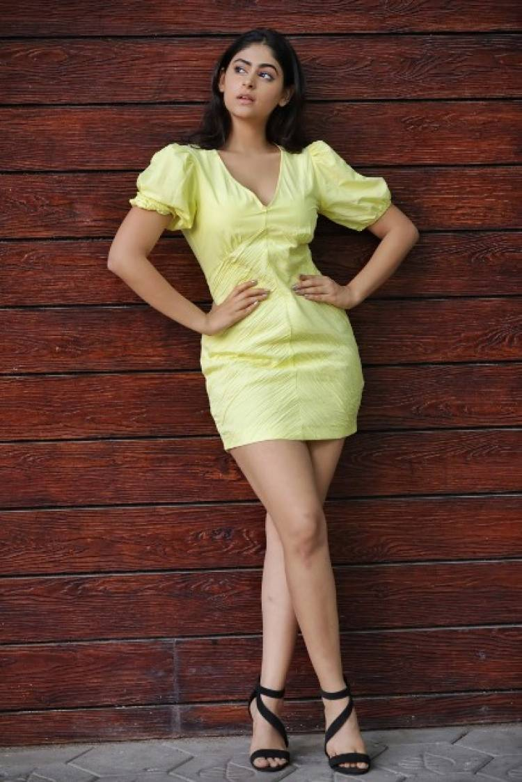 Actress PallokLalwani Latest Stills