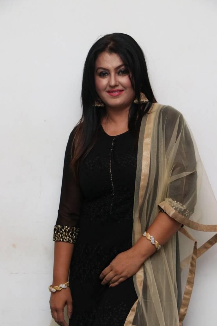 என்னை தவறாக சித்தரிக்க வேண்டாம் - நடிகை சோனா வேண்டுகோள்!