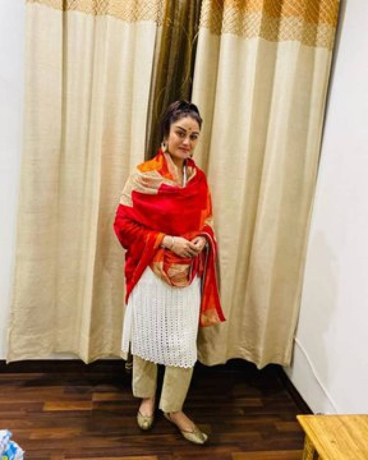 Taking Notes From Soniya Aggarwal on how to keep it Simple Yet Beautiful
