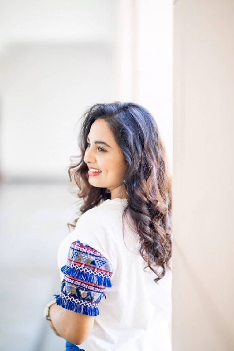 Srushti Dange cute Dimple Chin Shades with  Blue and White
