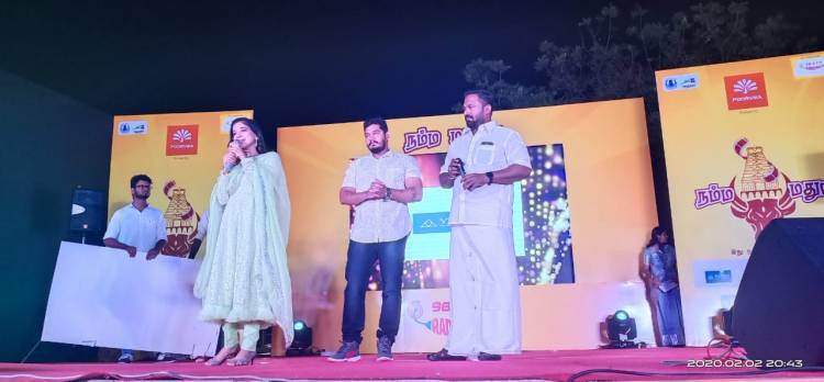 "Cinderella SakshiAgarwal 's First Look launched in RadioMirchi 's  "" நம்ம மதுரை "" event at Madurai"