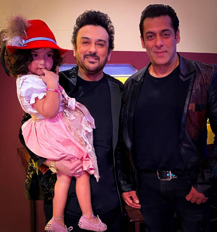 Adnan Sami recently visited the Bigg Boss house with his family!