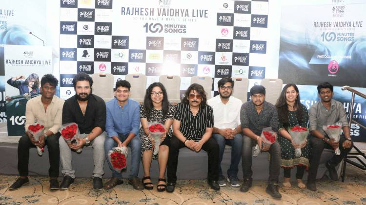 "SILVERTREE PRESENTS ""RAJHESH VAIDHYA LIVE"" 100 MINUTES 100 SONGS"