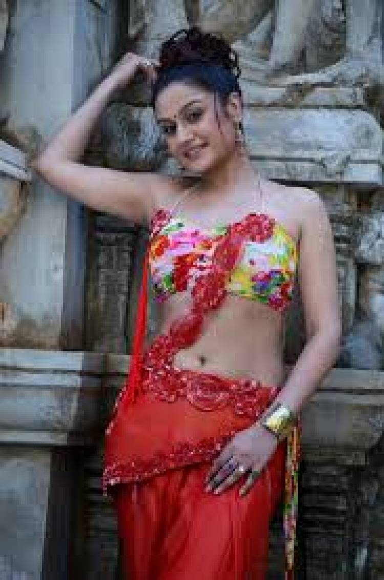 Wishing a Happy Birthday to Gorgeous Actress Sonia Agarwal