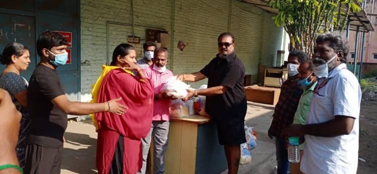 தென்னிந்திய நடிகர் சங்க உறுப்பினர்களுக்கு நடிகர் விஷால் மளிகை சாமான்கள் கொடுத்து வழங்கினார்