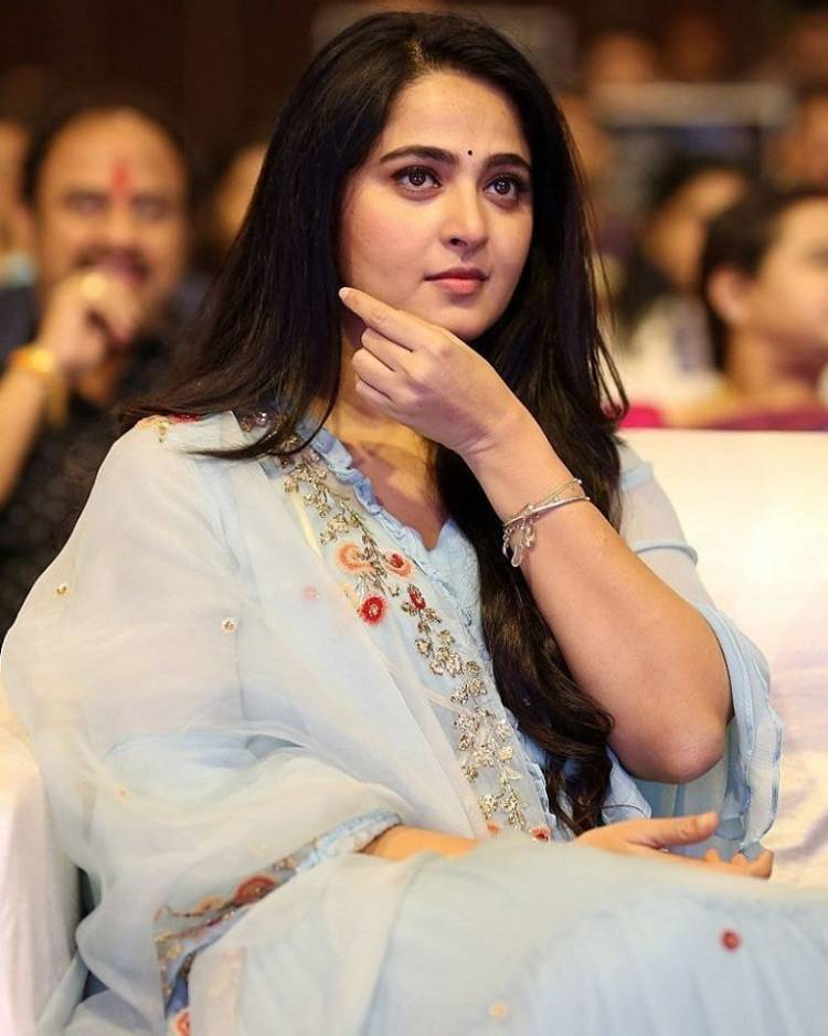 Actress Anushka looking gorgeous in this pics