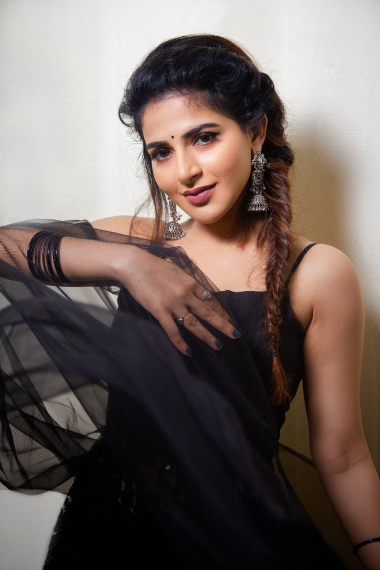 Actress Ishwarya Menon looks stunning in these pictures
