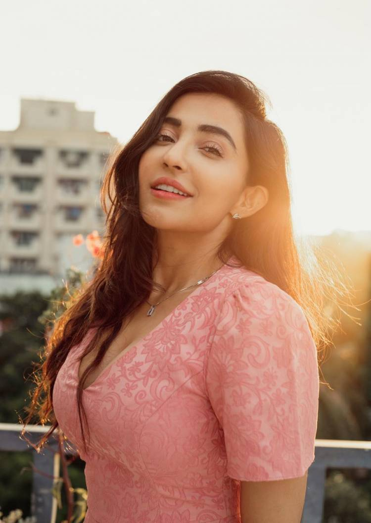 Actress parvati Nair looks pretty in pink