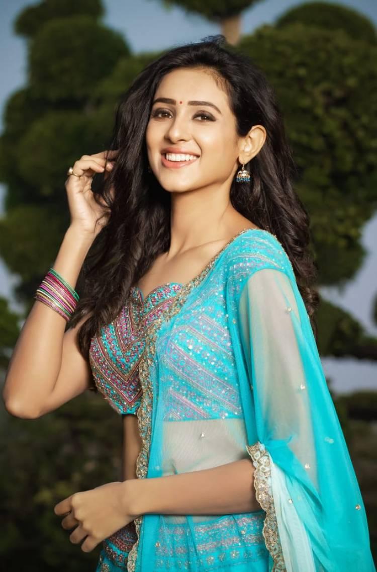 Actress Riya Suman recent photoshoot stills
