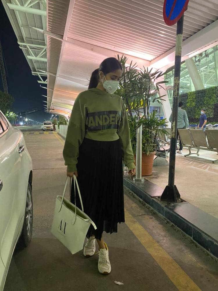 Nivetha_Tweets new normal pictures with mask