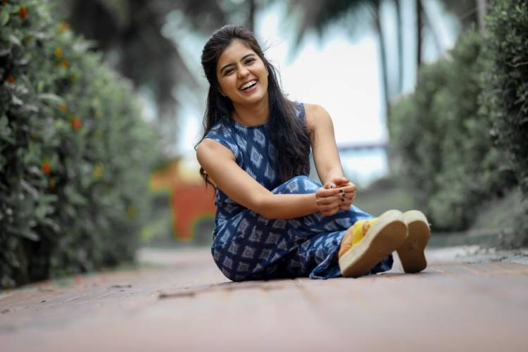 Keeping it casual and cool! Latest pictures of #AmrithaAiyer.