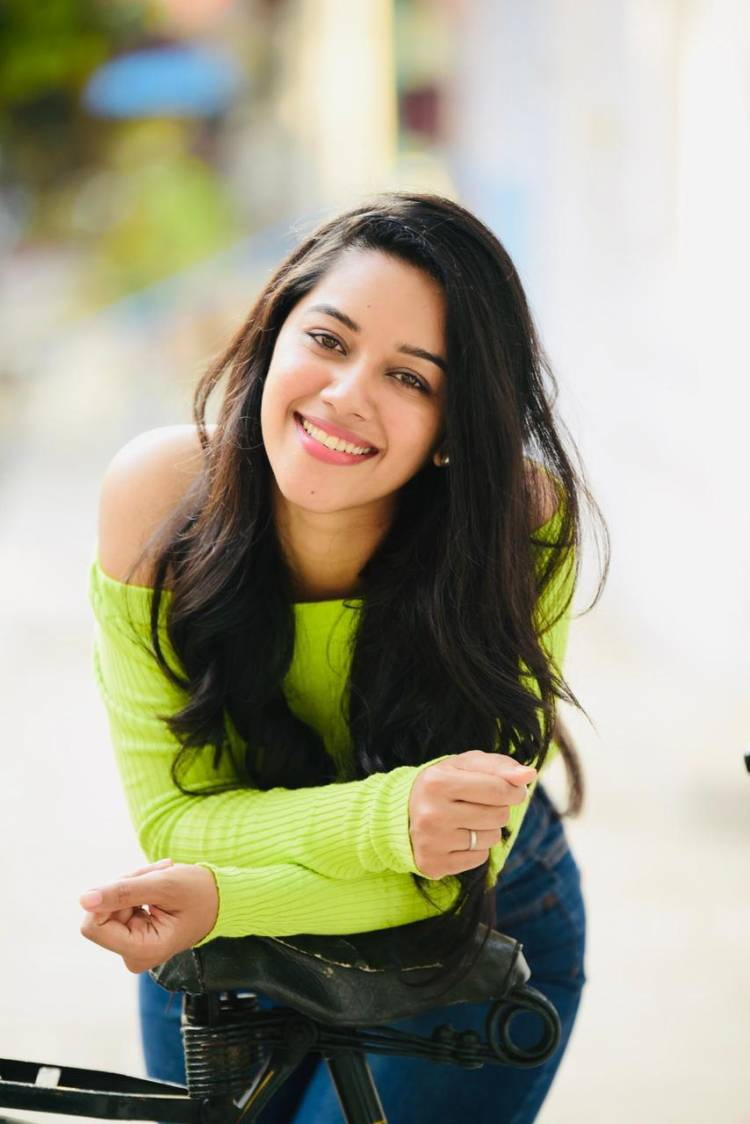 The charming and ever smiling @mirnaliniravi joins the set of untitled film of #Vishal30 #Arya32!