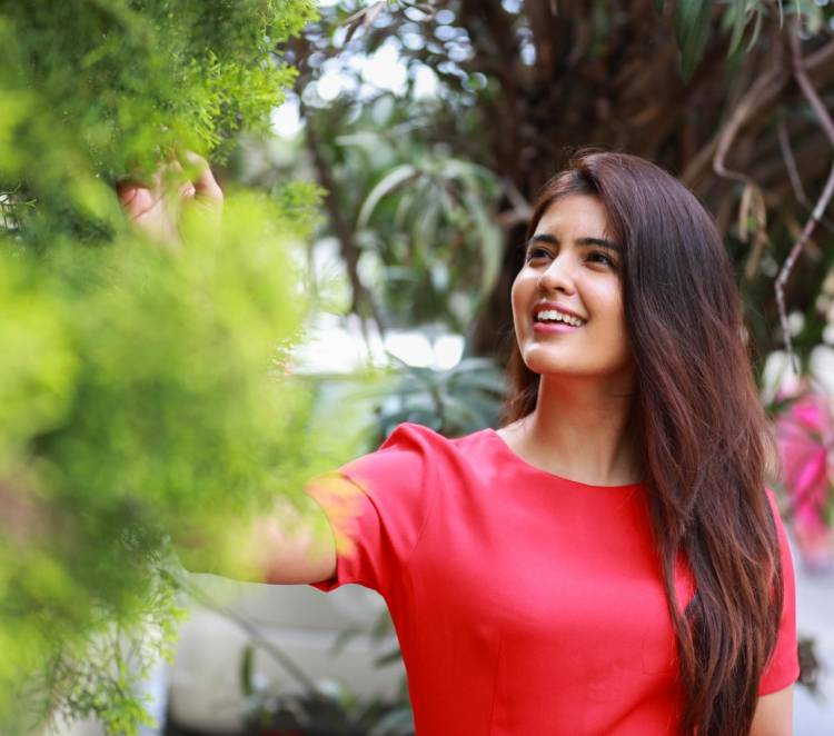 Actress #AmrithaAiyer looks beautiful in these recent pictures of her.
