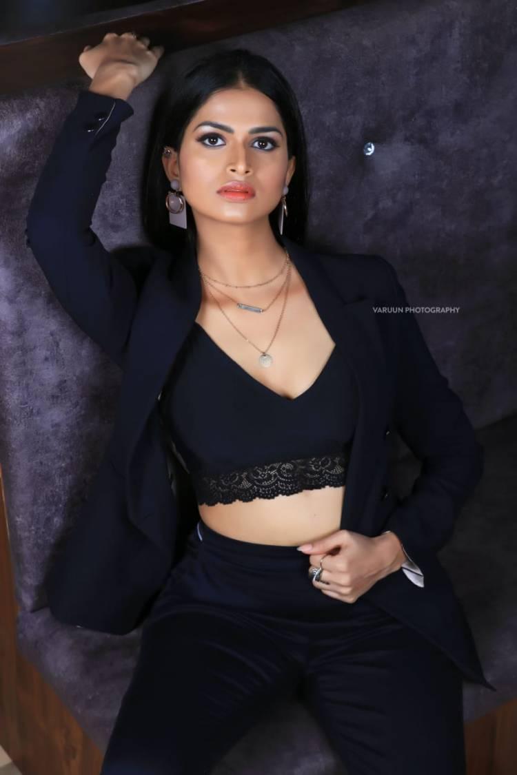 Beauty in Black! Actress #SumaPoojari Pics