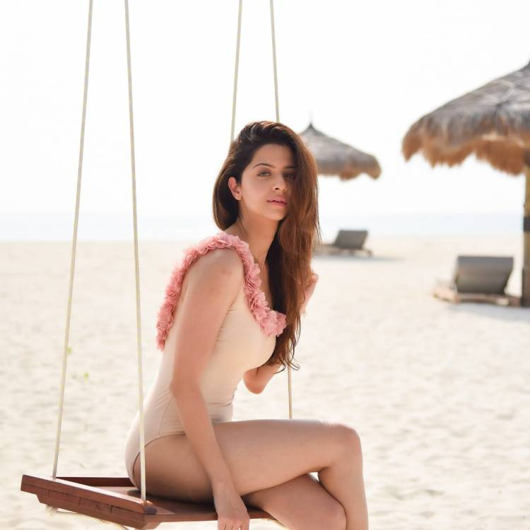 Actress #Vedhika looks sizziling hot in this lovely swimwear!
