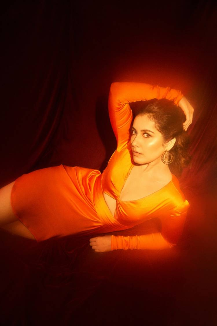Blazing like the sun! Actress #RaashiKhanna looks bright and beautiful  in these pics from her latest photoshoot.