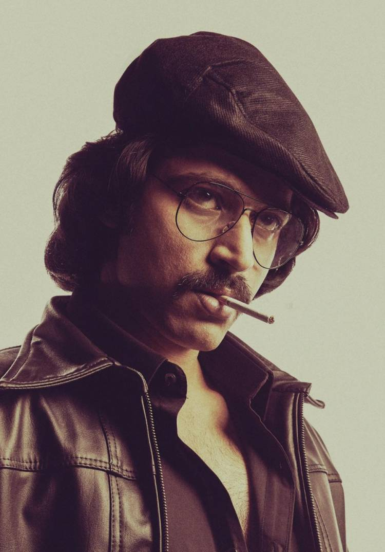 #STAR Ulaga Nayagan it is  How can we ever forget this iconic look from Sigappu rojakkal ?