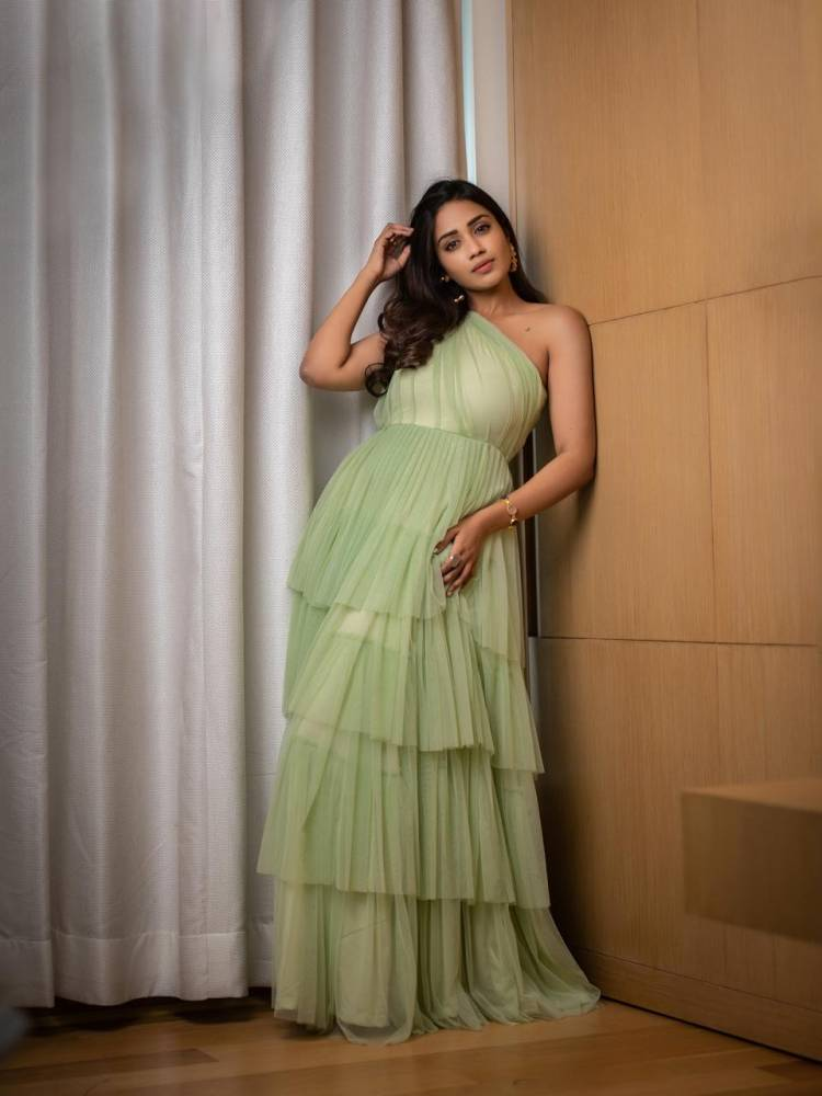 @Nivetha_Tweets looks bewitching in the latest photoshoot