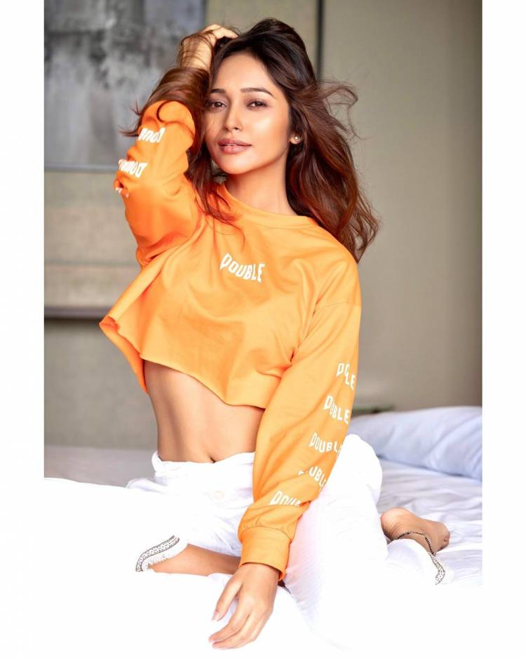 Actress @Ksinghakriti04 looks ravishing in her Recent images..