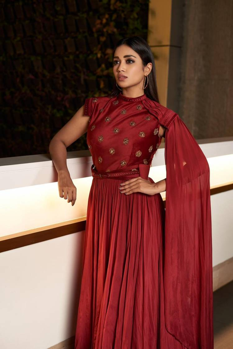 @Nivetha_Tweets looks graceful in the recent photoshoot images