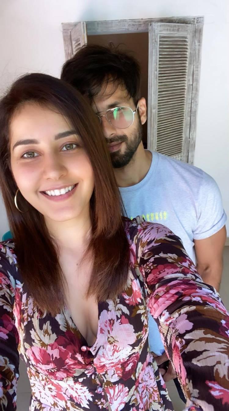 Ravishing @RaashiKhanna paired opposite to Bollywood Star @shahidkapoor for an OTT Original Directed by Raj & DK.