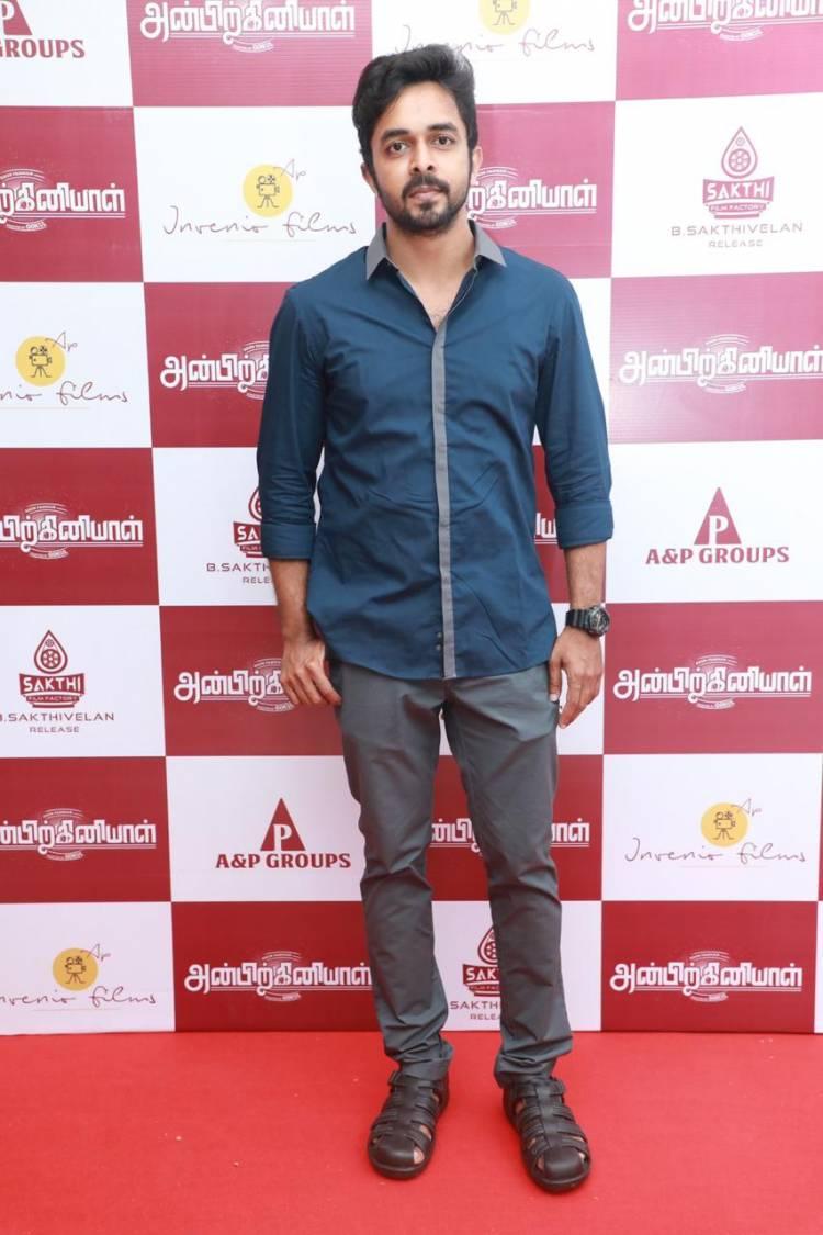 Actor & Producer @iarunpandianc is here at #AnbirkiniyalPremiere.