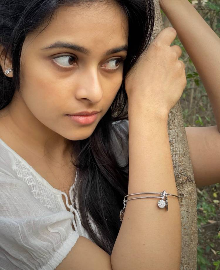 Take A Look At Dazzling Sridivya, Mesmerizing With Her Cherishing Casual Look!!