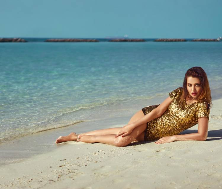 #RaizaWilson sizzling by the beachside. The #PPK girl enjoys her holiday!