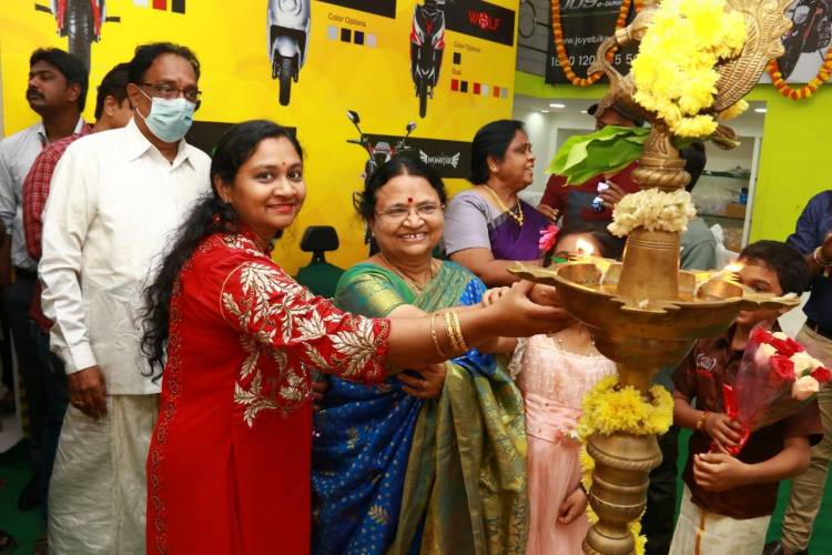 Here are the stills from the event at Mylapore today for the inauguration of Joy E Bike