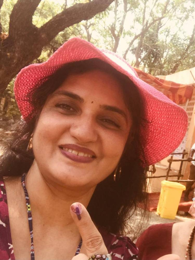 Actress Sukanya casted her vote in Besant Nagar