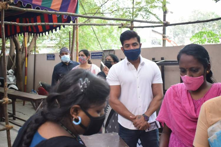Actor Arunvijay and his Family members cast their votes